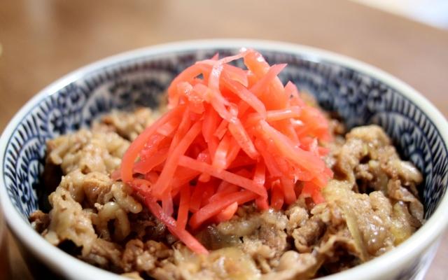 牛丼で紅生姜を食べ過ぎる人は要注意!?紅生姜の塩分・栄養・効果とは