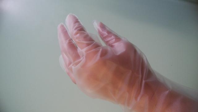使い捨て手袋はどこに売ってる?新型コロナ感染対策なら外し方が大切