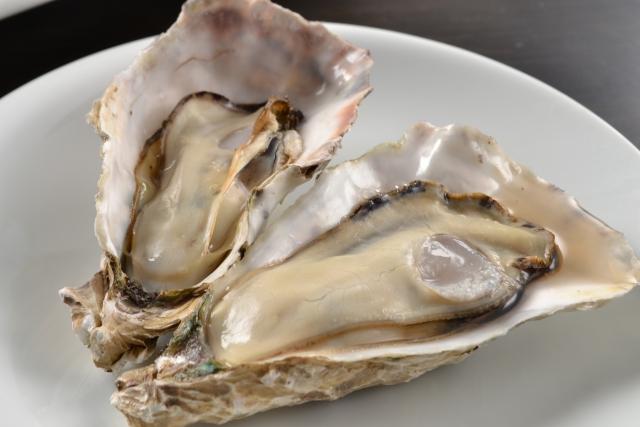 牡蠣のむき身と殻付きの鮮度の見分け方!消費期限は加熱用と生食用で違うもの?