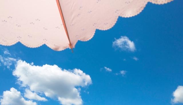 日傘は何色がいいのか知ってる?涼しさ重視なら白・紫外線対策なら黒