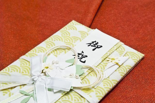 結婚式でふくさがない時はハンカチで代用しよう!色やマナーも要チェック