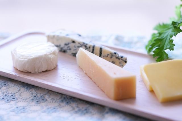 チーズは賞味期限切れでも大丈夫?未開封ならいつまでOK?
