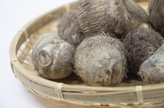 里芋は生で食べると毒といわれる理由は?食べたらどうなるの?